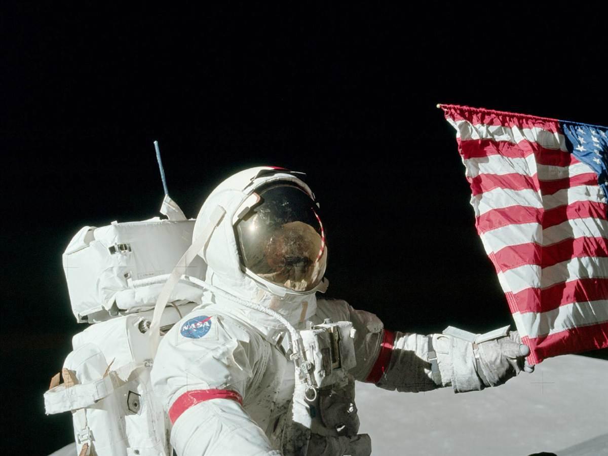 apollo 17 установка флага