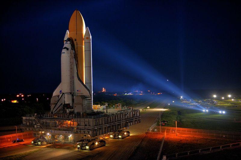 1. Вперед, «Discovery»! 23 октября 2007 года в 11:40 я впервые отправился в космос на шаттле «Discovery». Онпрекрасен… жаль, что это его последний полет. С нетерпением жду, когда взойду на борт корабля, и он прибудет на станцию в ноябре.
