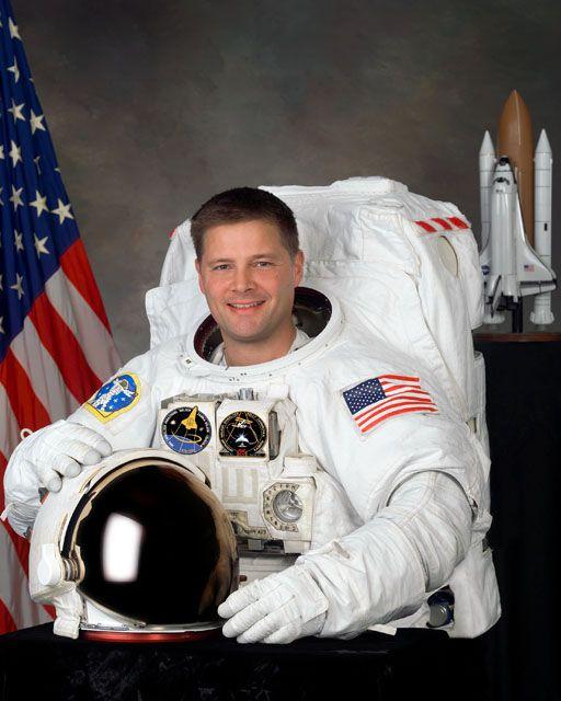 3. Астронавт НАСА Дуглас Х. Уилок.