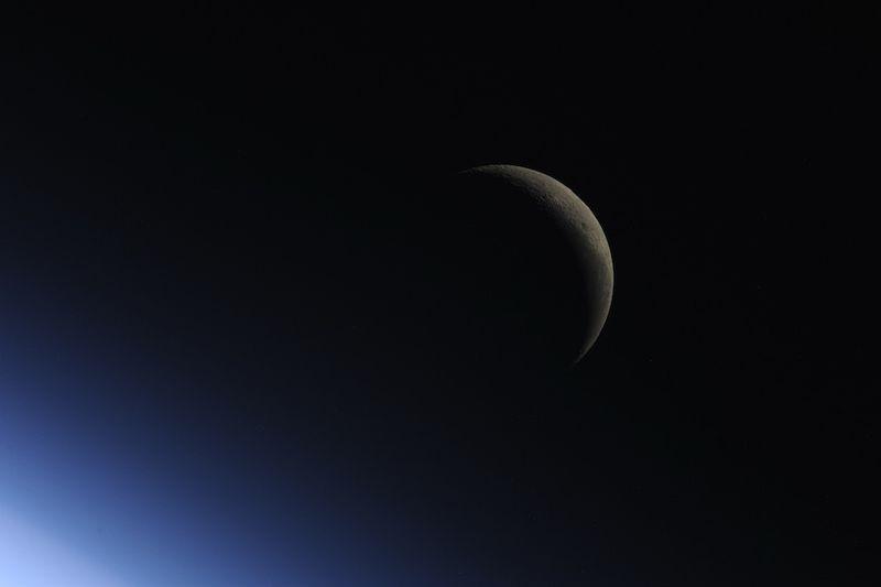 """6. """"Fly me to the Moon…let me dance among the Stars…"""" (Отвези меня на Луну, давай потанцуем среди звезд). Надеюсь, мы никогда не потеряем ощущение чуда. Страсть к исследованиям и открытиям – отличное наследие, которое можно оставить своим детям. Надеюсь, когда-нибудь мы расправим паруса и отправимся в путешествие. Когда-нибудь этот чудесный день наступит …"""