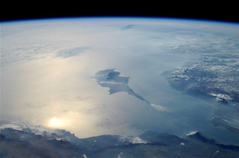12. Прекрасное отражение солнечного света в восточной части Средиземного моря. Из космоса не видно границ… Оттуда открывается только захватывающий дух вид, как, например, вид на этот остров Кипр.