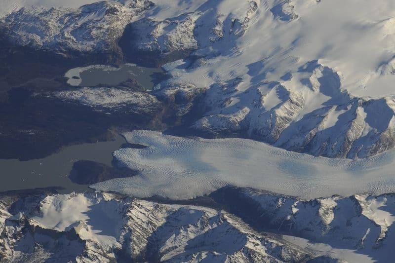 23. В южном окончании Южной Америки лежит жемчужина Патагонии. Изумительная красота скалистых гор, массивных ледников, фьордов и открытого моря сочетается в удивительной гармонии. Мне снилось это место. Интересно, каково это – вдохнуть тамошний воздух. Настоящее волшебство!