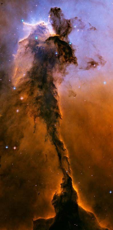 19. Туманность Орел M16. Этот столб из пыли и газа, находящийся в центре туманности, называется регион «Фея». Длина этого столба приблизительно 9,5 световых лет.