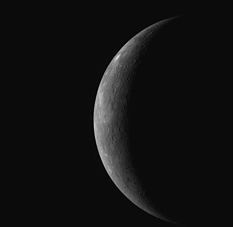 Меркурий. Вид с аппарата Messenger, который будет в течение года изучать поверхность Меркурия, <br> самой близкой к Солнцу планеты.