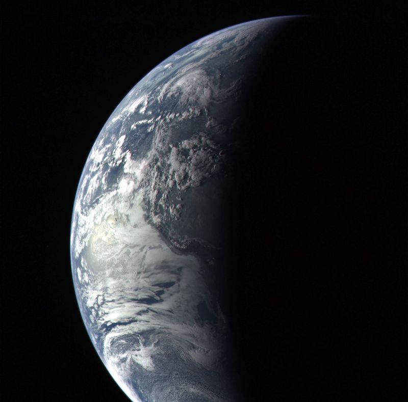 Cнимок Земли с аппарата Messenger.