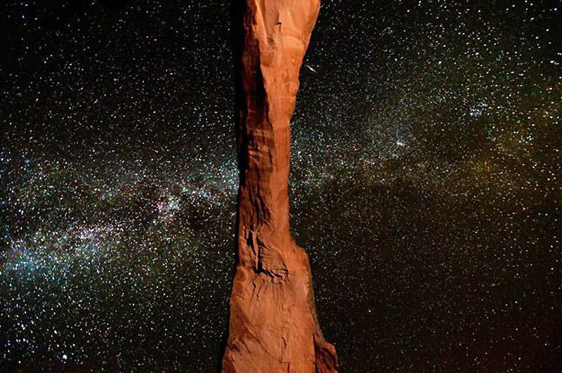 2. «Мне очень нравится пустыня Юта, меня всегда поражал парк Арки и его каньоны», - говорит Брет, проработавший 27 лет в качестве ракетчика и специалиста по пропеллерам в компании «Northrop Grumman». На фото: длинная арка в парке Арки на фоне Млечного пути. (BRET WEBSTER / BARCROFT USA)