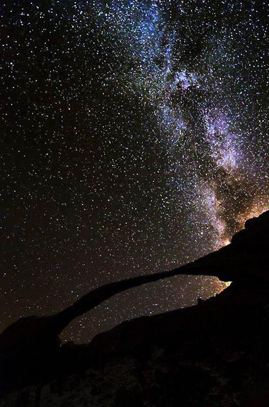 10. Силуэт каньона на фоне Млечного пути в Юте. (BRET WEBSTER / BARCROFT USA)