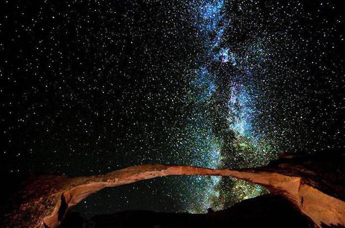 Млечный путь над пустыней (13 фото)
