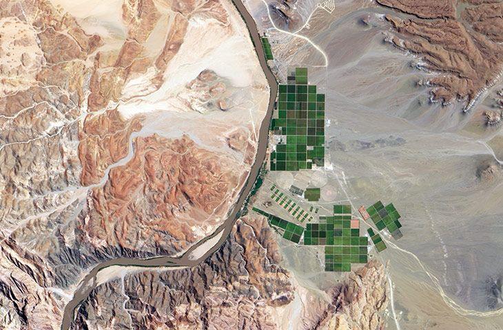 Оранжевая река служит частью границы между Намибией и ЮАР.
