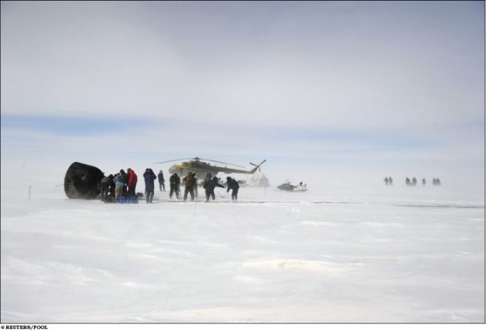 Экспедиция МКС спустя 159 дней успешно вернулась на Землю (18 фото)