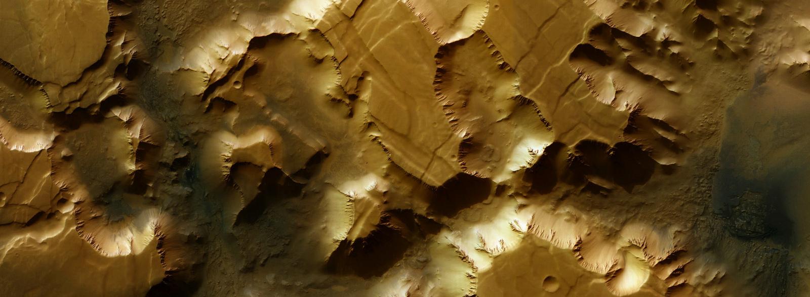 Мозаичное изображени Лабиринта ночи (Noctis Labyrinthus), снимок Mars Express