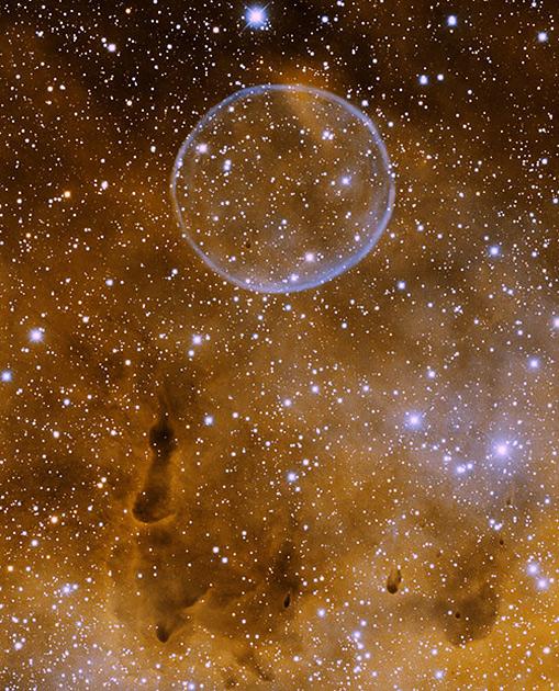 Планетарная туманность Мыльный пузырь (PN G75.5+1.7) в созвездии Лебедя
