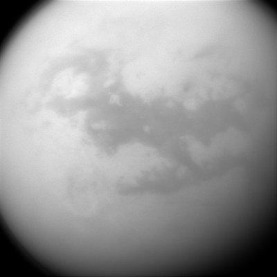 NASA опубликовало снимки облачной и дождливой погоды на Титане